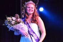 2017 Miss Mary Hardin-Baylor Recieves flowers to commemorate the end of her reign.