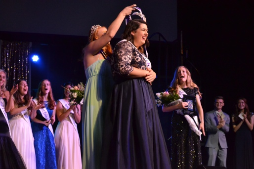 Tori Pharis crowned Miss Mary-Hardin Baylor 2018 by former Miss MHB